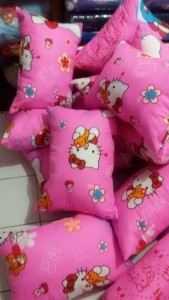 Bantal Silikon Hello Kitty Merah Muda